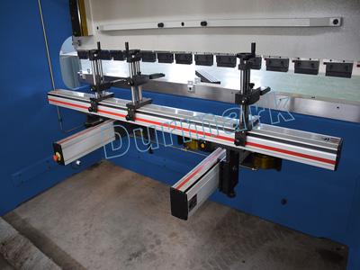آلة ثني الألواح الهيدروليكية CNC