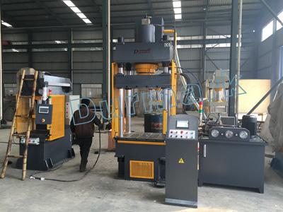 آلة الصحافة الهيدروليكية أربعة أعمدة CNC مخصصة