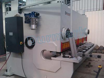 QC11k-6 * 3200 آلة قص CNC 3.2 م 6 مم